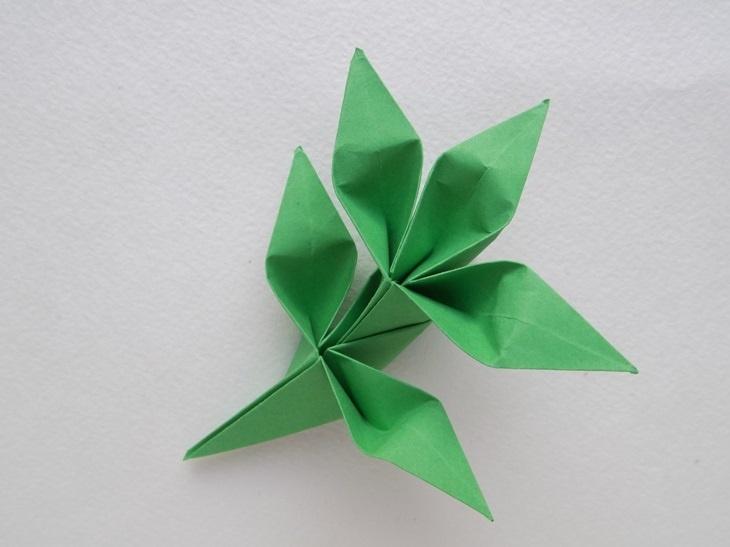 Как сделать зелёные листочки в технике оригами