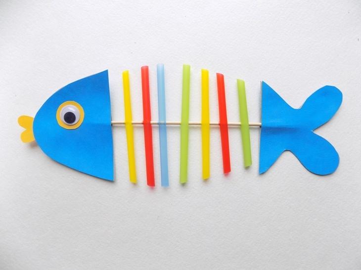 Простые поделки с детьми. Рыбка из трубочек и картона