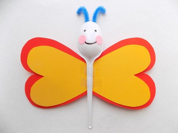 Простые поделки с детьми. Бабочка из подручных материалов