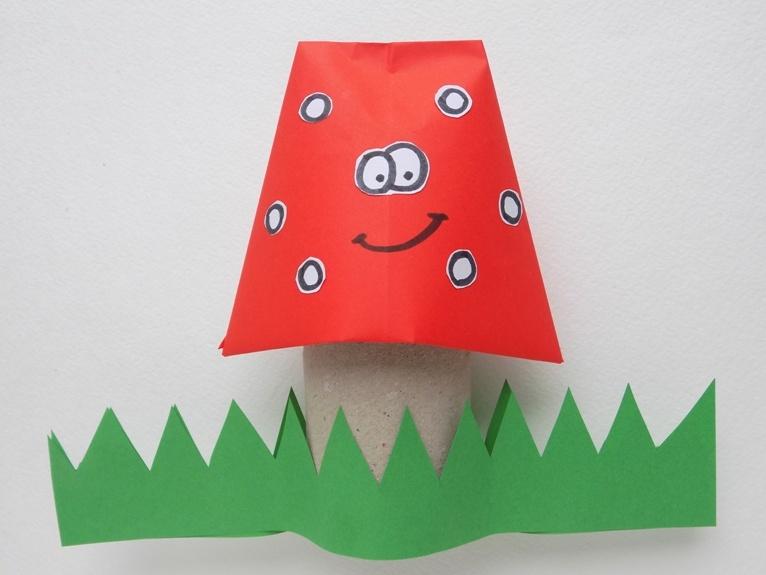 Простые поделки с детьми. Грибок из картона и бумаги