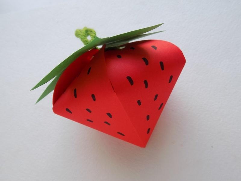 Как сделать подарочную упаковку в виде клубнички