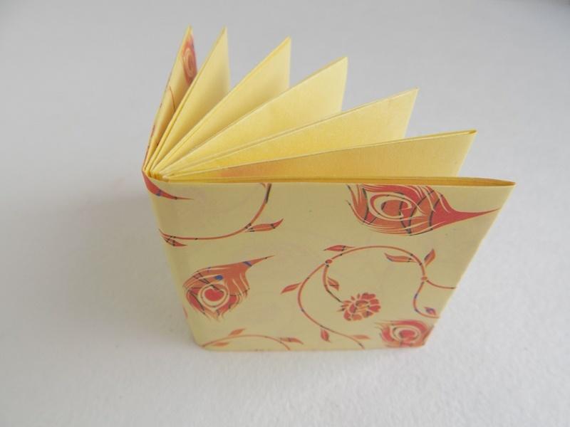 Как сделать маленькую книжку из бумаги