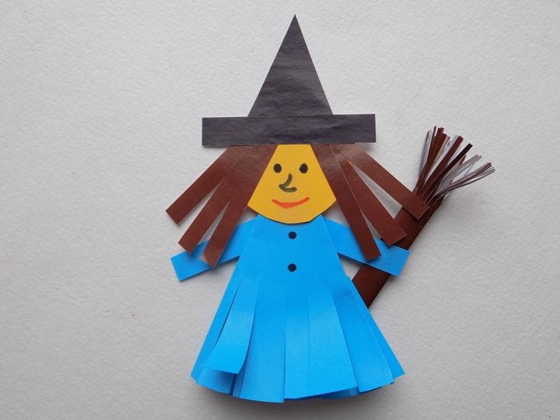 Поделки к Хэллоуину. Веселая ведьма из бумаги