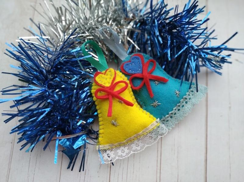 Новогодняя ёлочная игрушка из фетра Колокольчик