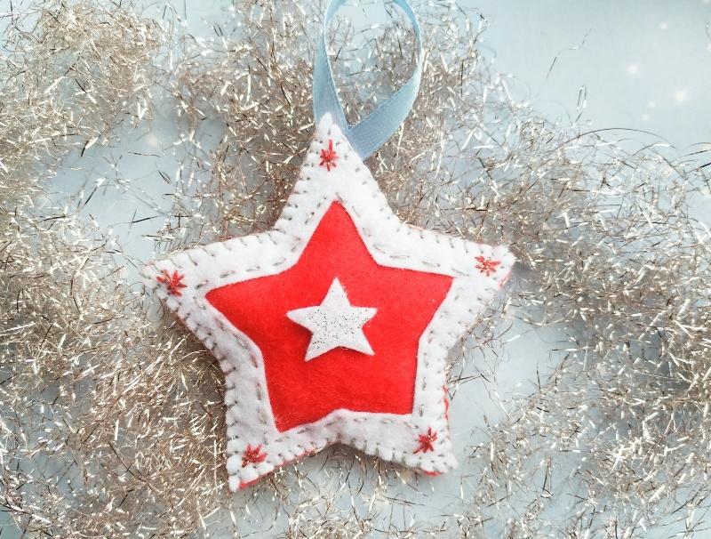 Как сшить новогоднюю ёлочную игрушку из фетра Звезда