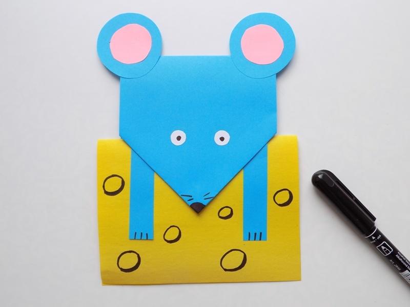 Простые поделки с детьми. Мышка с сыром из бумаги