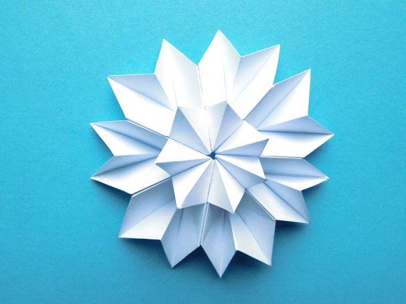 Как сделать объёмную снежинку из бумаги