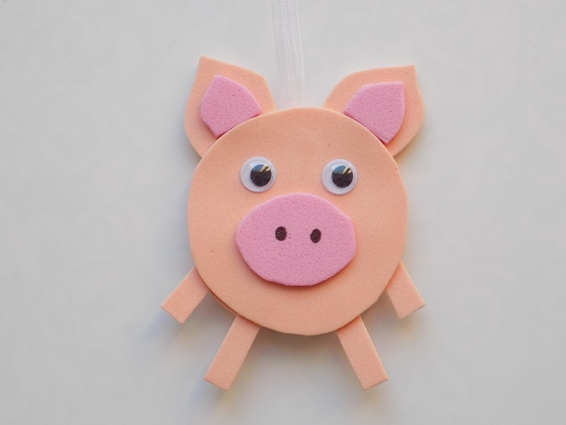 Новогодняя игрушка в виде поросёнка из фоамирана