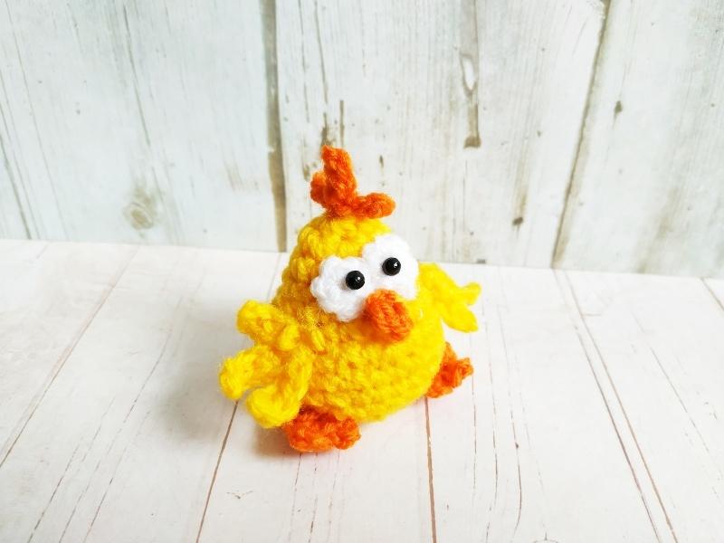 Как связать крючком цыплёнка