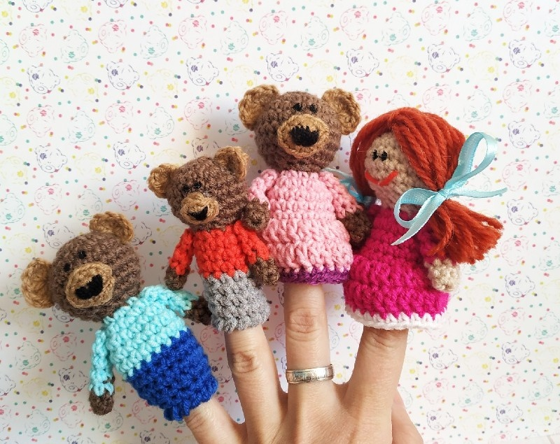 Как связать крючком пальчиковый театр Три медведя