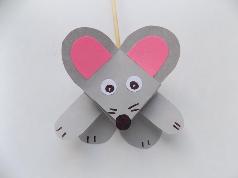 Простые поделки с детьми. Как сделать мышку на палочке