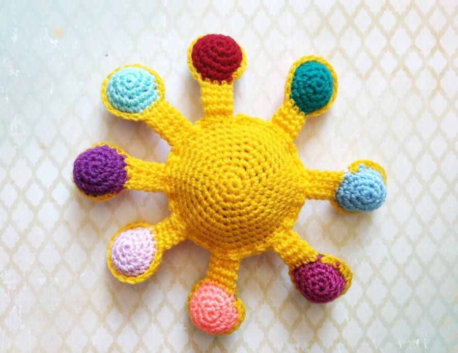 Как связать крючком развивающую тактильную игрушку Солнце