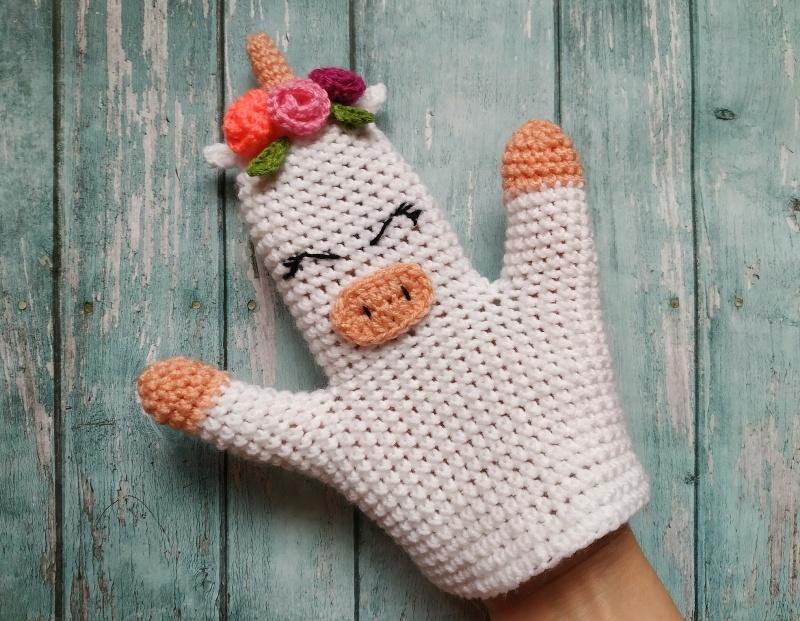 Как связать крючком игрушку на руку в виде единорога