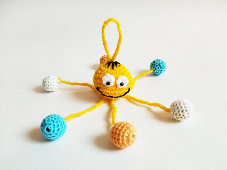 Как связать крючком развивающую игрушку Паучок
