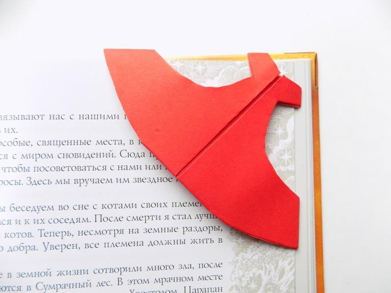 Как сделать закладку для книг в виде платья