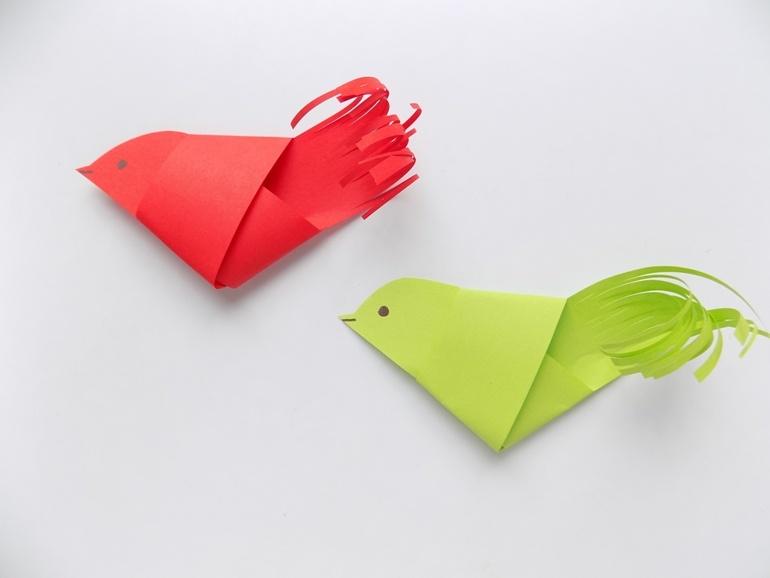 Простые поделки с детьми. Как быстро сделать птичку из бумаги
