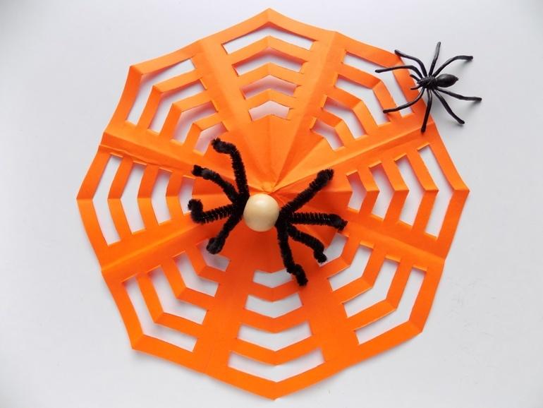 Поделки на Хэллоуин. Как сделать паутину с пауком
