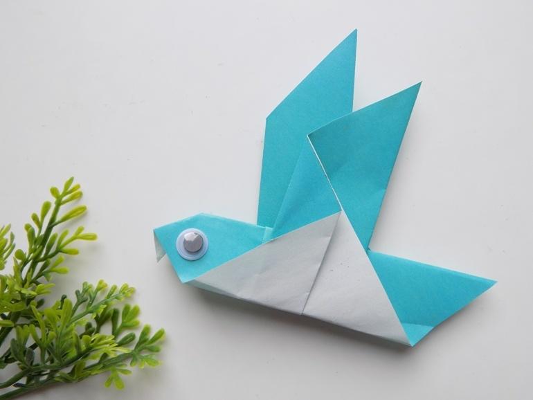 Оригами для малышей. Как сделать птичку из бумаги