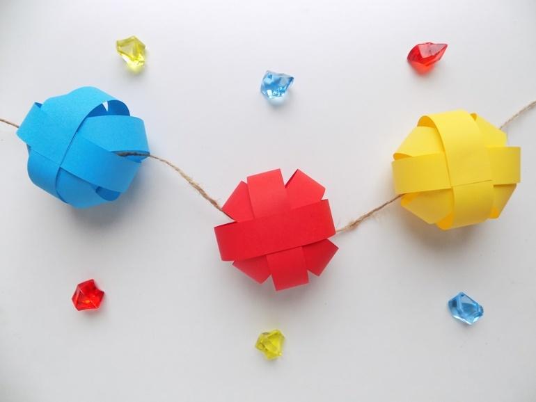 Как сделать гирлянду из бумажных шаров