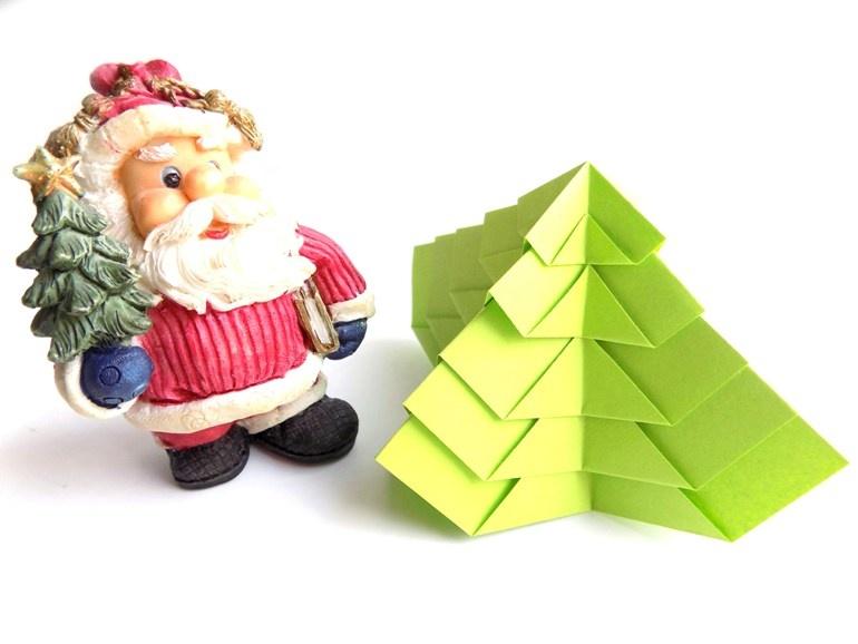 Как сделать объёмную ёлочку из бумаги в технике оригами