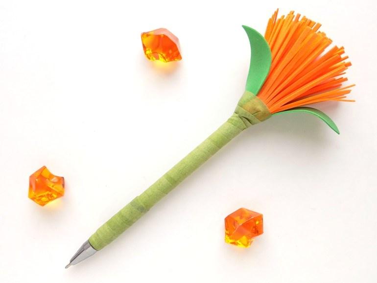 Как украсить ручку цветком из фоамирана