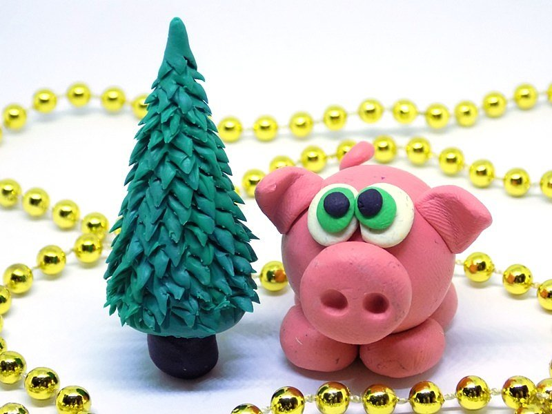 5250.970 Как слепить свинку с ёлочкой из пластилина