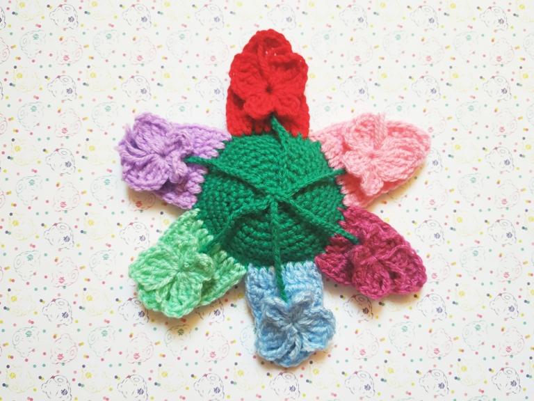 Как связать крючком развивающую игру Цветок с бабочками