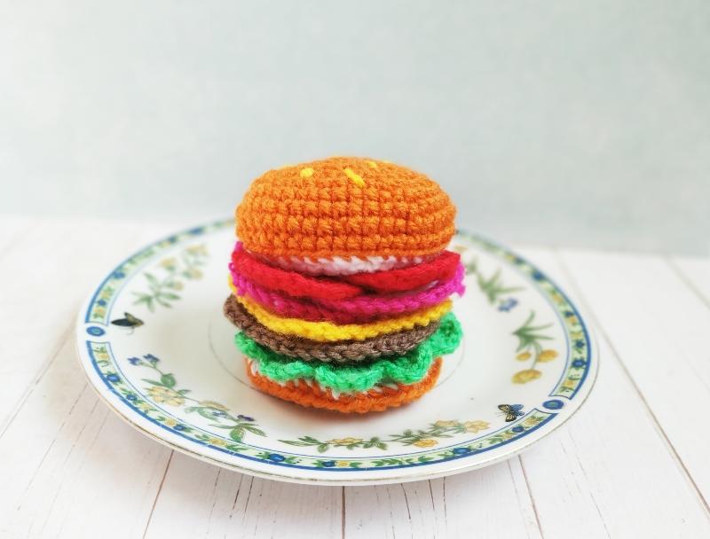 Как связать крючком игрушку Гамбургер