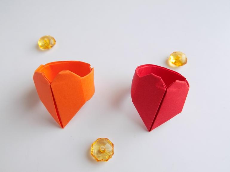 Как сделать детское кольцо с сердечком из бумаги