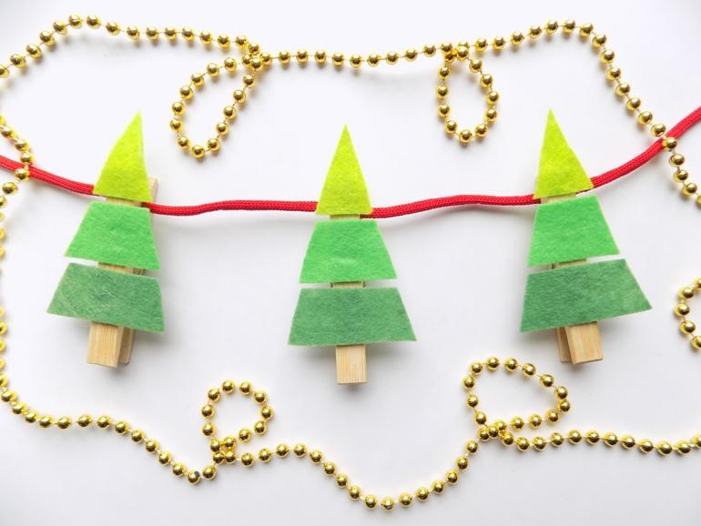 Как сделать новогоднюю гирлянду в виде ёлочек из прищепок и фетра
