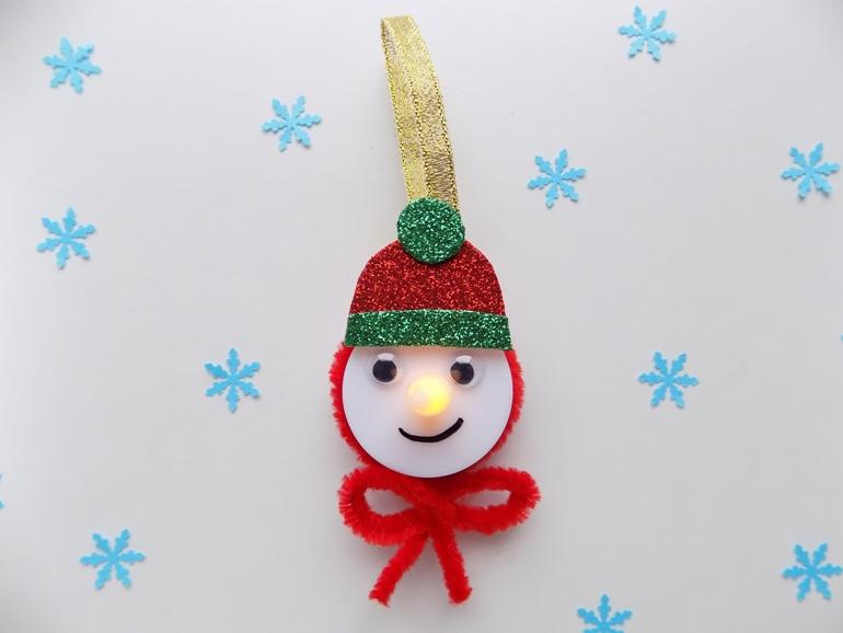 Как сделать забавного снеговика из свечи