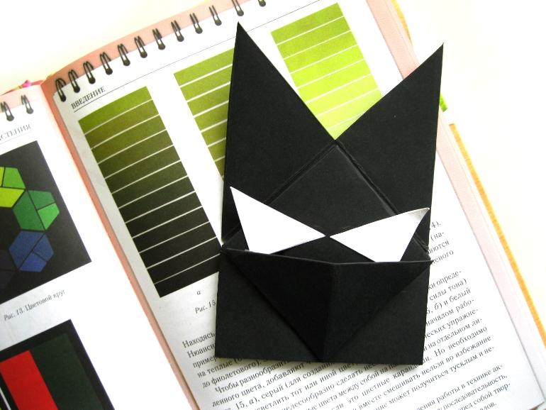 Как сделать закладку для книг в виде Бэтмена