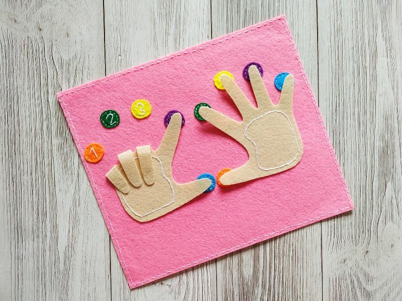 Как сделать развивающую игрушку из фетра Пальчики