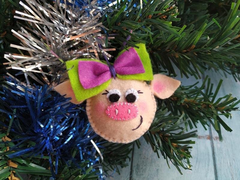 Как сшить ёлочную игрушку Свинка из фетра
