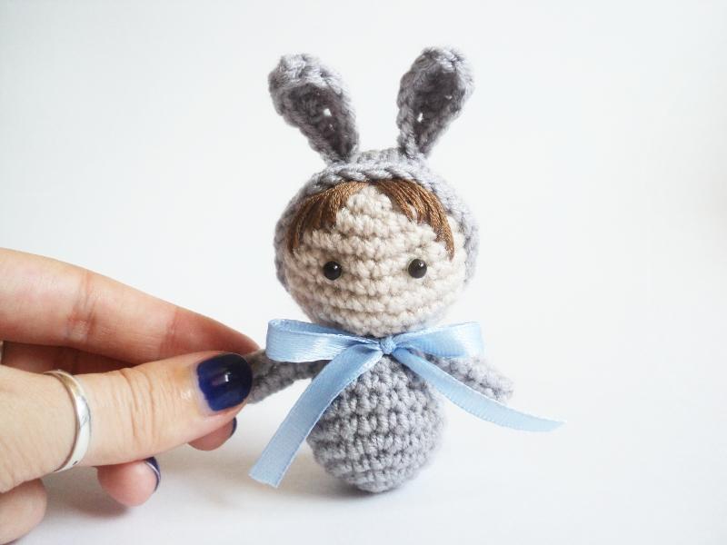 Как связать крючком миниатюрную куколку